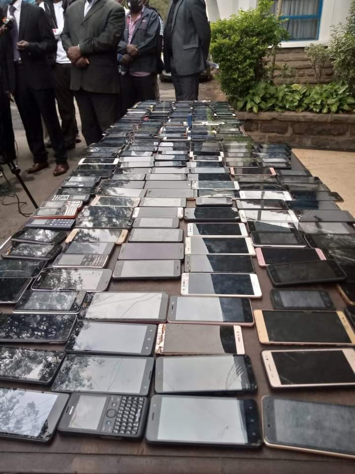 3 Suspects Nabbed with 294 Mobile Phones